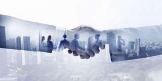 Shutterstock_637649452 - Hand shake_ agreement