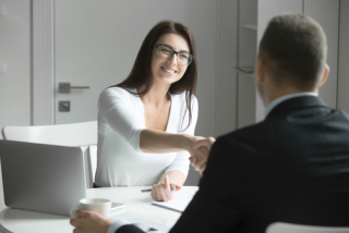 Shutterstock_520788541 - friendly client meeting