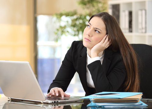 Woman-at-desk-puzzled-look-cropped